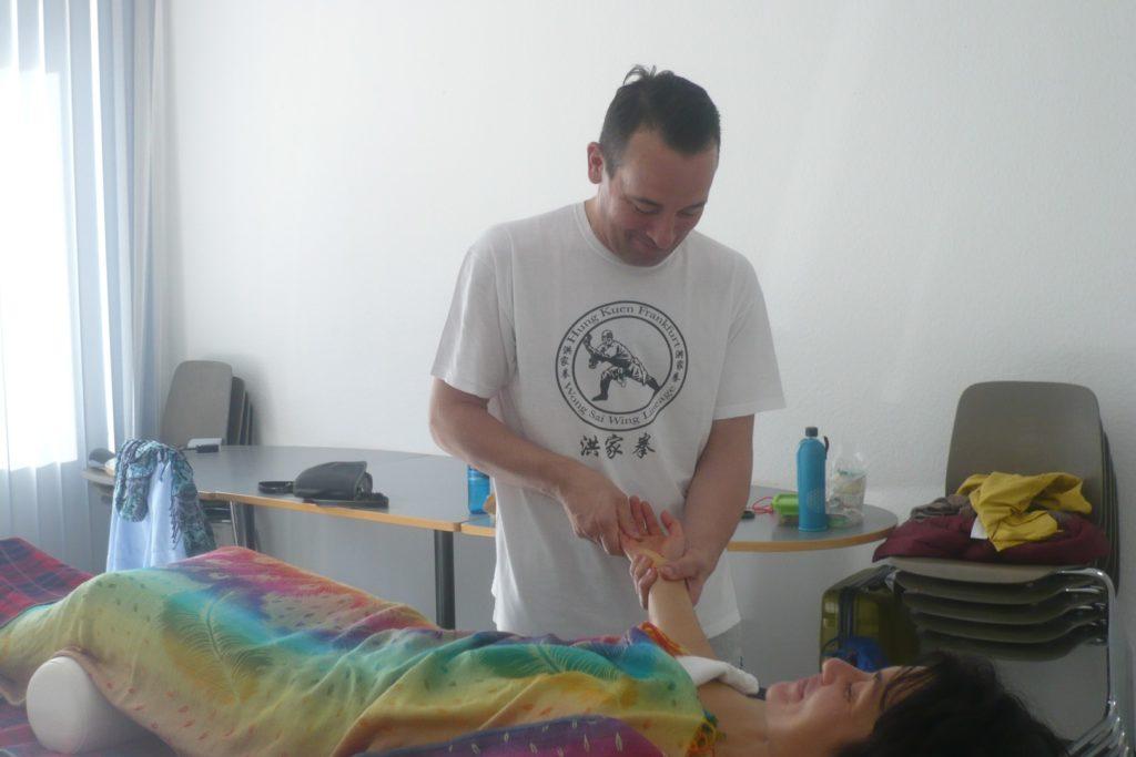 19-09 Meridian Ausgleichs Massage Frankfurt (13)